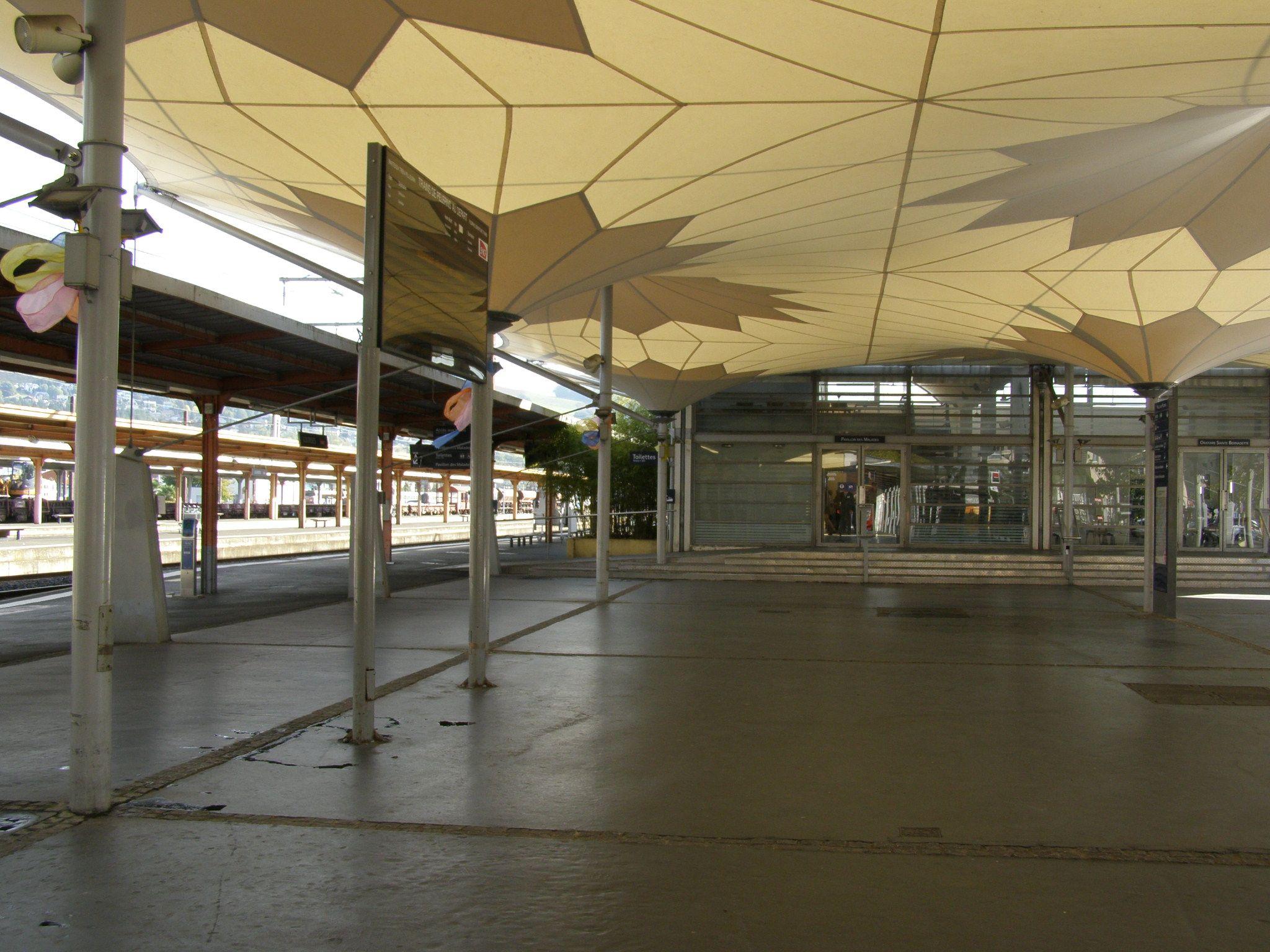 Toiles & Structures - Gare de Lourdes