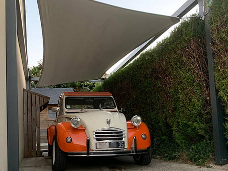 Un carport original pour cette 🚗 2CV de collection…
