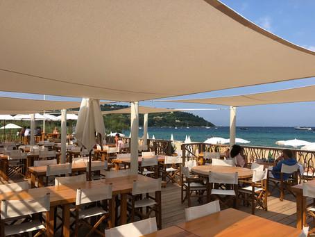 Voiles d'ombrage sur mesure pour terrasse de plage