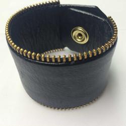 1.5-ashy-black-zipper3