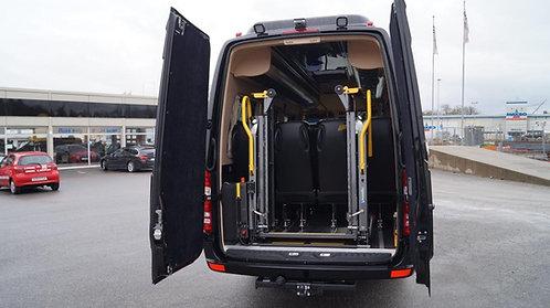 Innvendig rullestolheis med vertikalt delt plattform til minibuss.