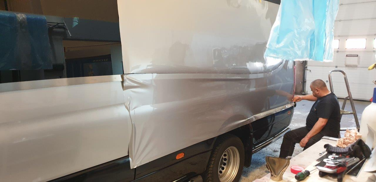 Foliering minibuss oracal 970 grå