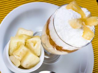 Pavê de abacaxi com geléia de damasco