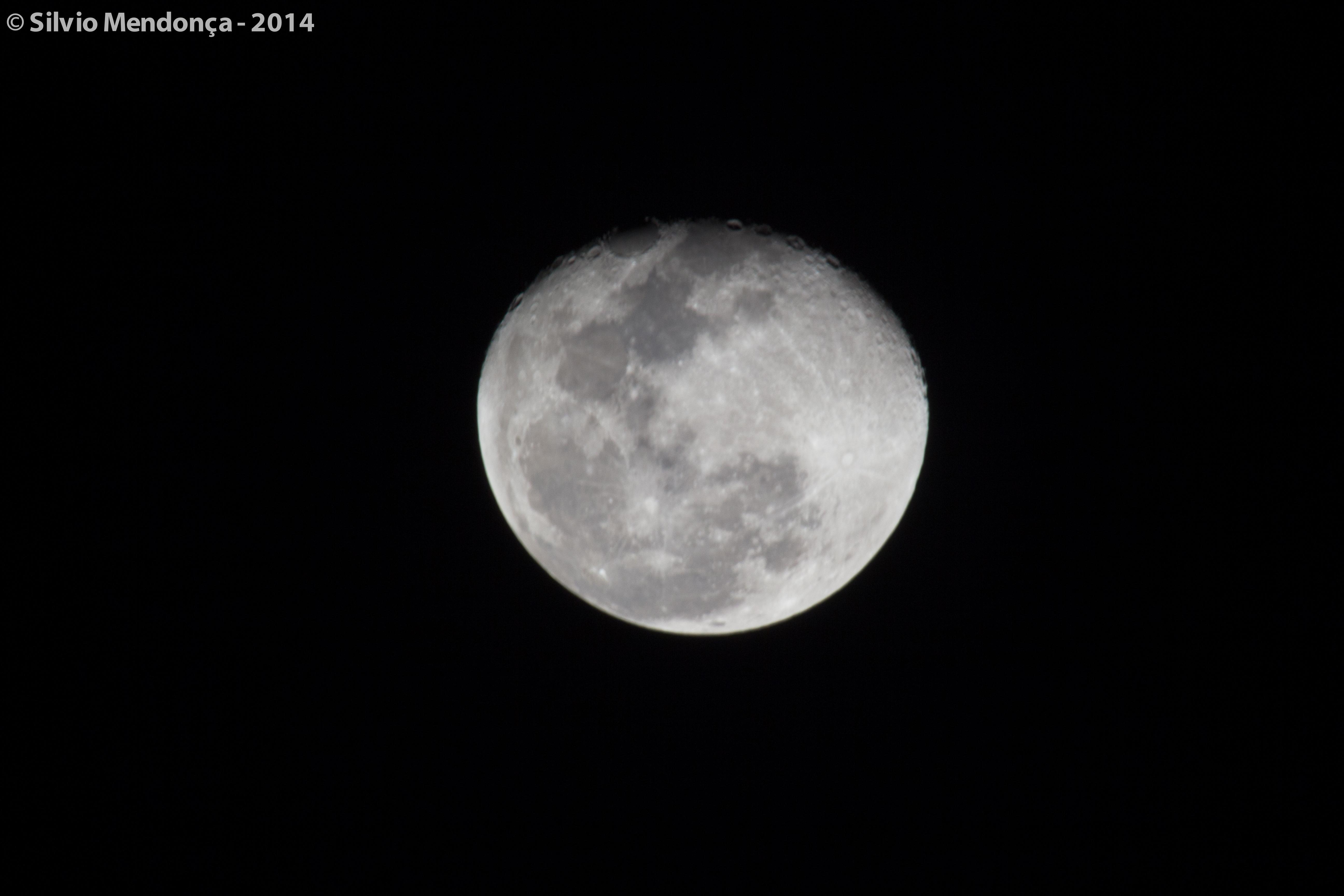Lua cheia na Praia Vermelha