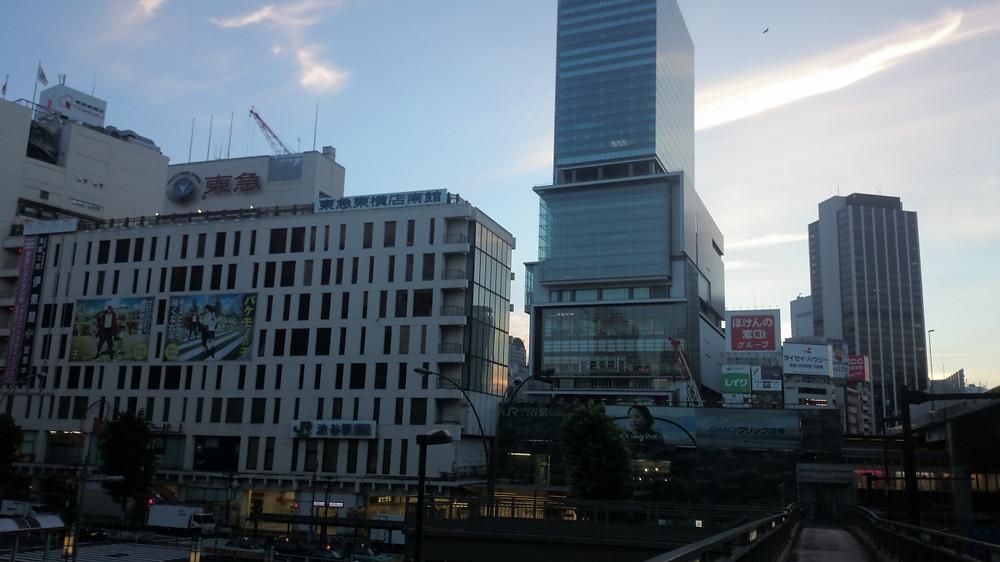 朝焼けの渋谷駅