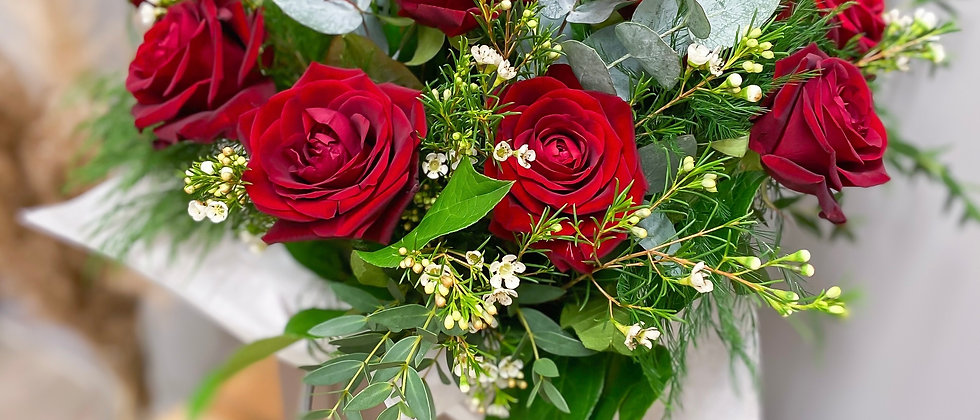 12 Luxury Red Rose Bouquet
