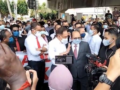 Ahli Parlimen dihalang sekatan polis ke parlimen, Malaysia catat sejarah hitam