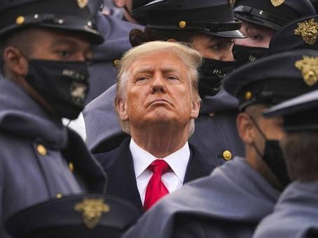 Défaite électorale : Donald Trump s'obstine et invite des complotistes à la Maison-Blanche