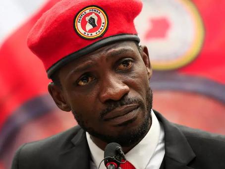Présidentielle en Ouganda : l'opposant Bobi Wine arrêté après avoir déposé sa candidature