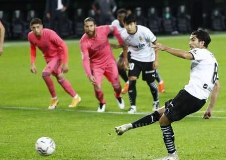 Foot - ESP - Le Real Madrid encaisse trois penalties et sombre à Valence