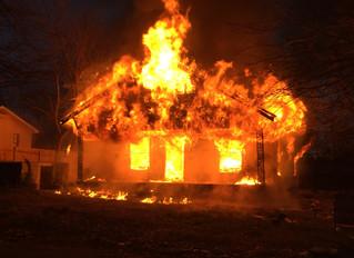 Jika rumah terbakar, anda hanya memiliki waktu kurang dari 4 menit untuk menyelamatkan diri. Mengapa
