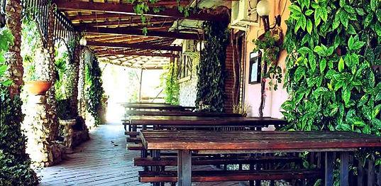 Patio-esterno-sala-cucina-menu-1.jpg