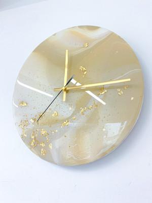 Giveaway clock