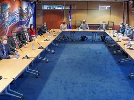 Gobernador del Banco Central se reúne con la nueva directiva de ADOZONA