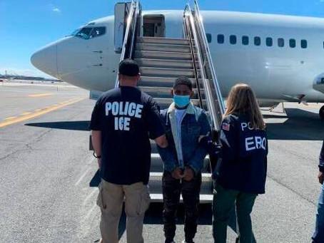 EE.UU. deporta dominicano buscado por homicidio y posesión ilegal de armas en RD