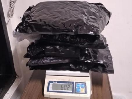 Ocupan seis libras marihuana en Caucedo
