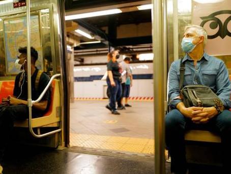 Nueva York exigirá vacuna a empleados del metro por el aumento de casos