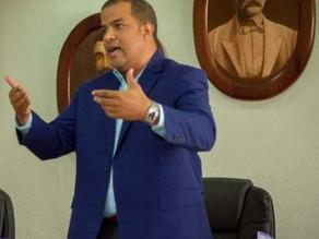 Renuncia secretario político del PRD