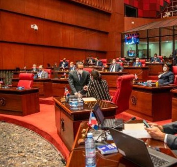 """Barrilito"" supera  los 20 millones de pesos mensuales que reciben senadores"