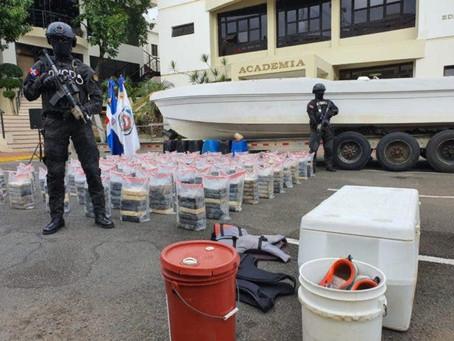 Cargamento de cocaína y la lancha en que trataron de introducirlo al país