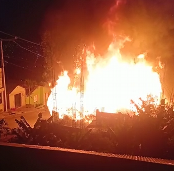 Incendio: Ocho viviendas convertidas en cenizas en Constanza