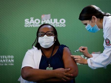"""Brasil tilda de """"maniobra de marketing"""" la primera vacuna contra el coronavirus suministrada en Sao"""