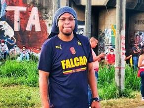 Sicarios se esconden en la copa de un árbol y asesinan en Colombia a cantante urbano Junior Jein