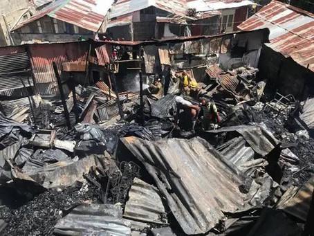 Cuatro muertos tras incendio de varias viviendas en municipio Quisqueya, en SPM