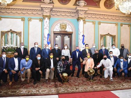 Béisbol: con gran emoción recibe el Presidente a los campeones de la Serie del Caribe en el Palacio