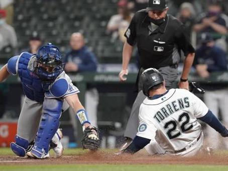 Marineros vencen a Dodgers 4-3 con 2 jonrones, gema de Moore