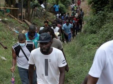 Policía colombiana captura a 5 personas por tráfico de 99 migrantes haitianos