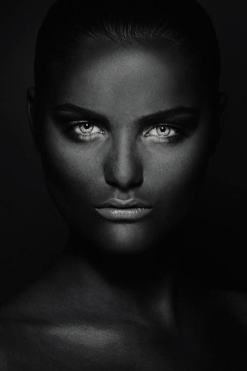 Kunst foto op plexiglas  Mysterios Girl, Ivo Rikkert