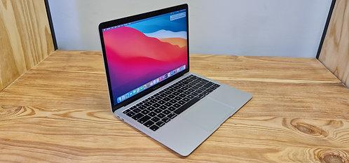 MacBook Air 2019, 13.3″ Retina Display, i5, 8GB, 128GB SSD, Office 2019