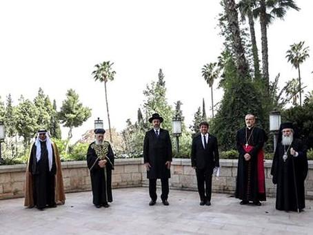La unión hace la fuerza...Judíos, cristianos y musulmanes rezan juntos por primera vez en Jerusalén!