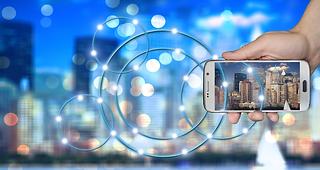Internal Invest & EDP - Holding phone wi