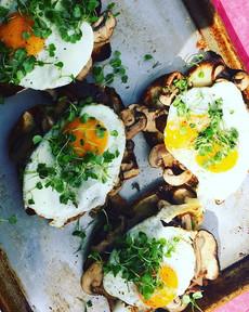 Fried egg and mushrooms. Photo by Alejandra Castelero.