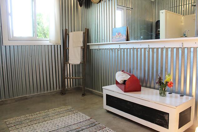 indoorbathroom3.jpg