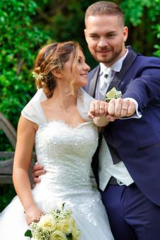 Fotografo sposi e anello.jpg
