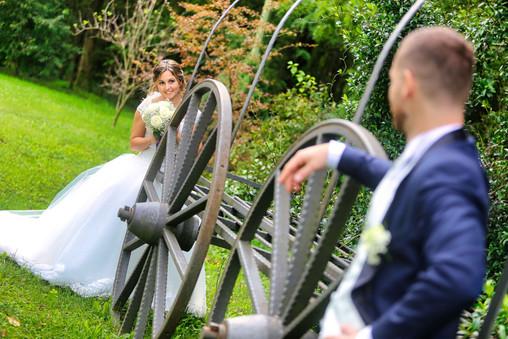 Fotografo sposi e ruota.jpg