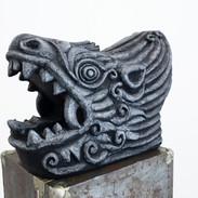 용두 (Imperial Dragon head, Imperial Roof decoration), 새김, Acrylic on Roof tile, 45x67x32cm, 2021
