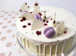 White chocolate Gateau