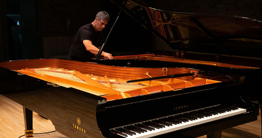 Ted%20Gerber%20%40%20the%20Piano-2_edite
