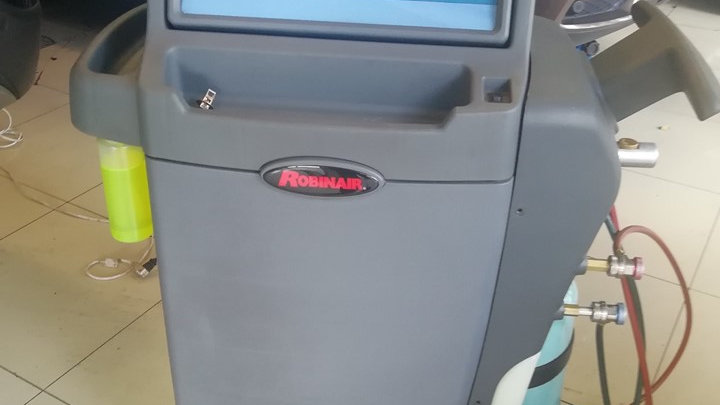 Carga, revisión y Servicio del sistema de aire acondicionado