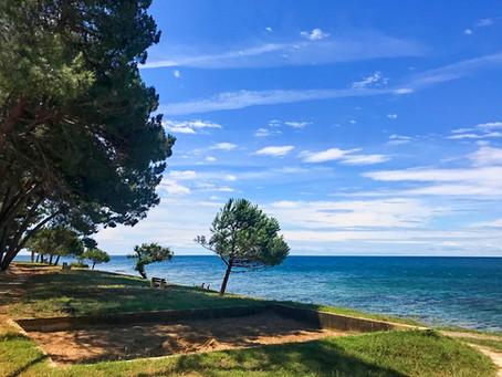 Baugenehmigte exklusive Ferien-Wohnanlage direkt am Meer in Novigrad, Kroatien.