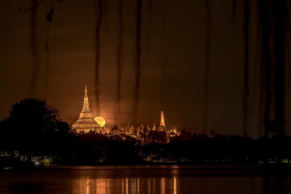 Shwedagon Moon