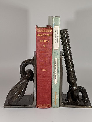 Hook and bolt bookends