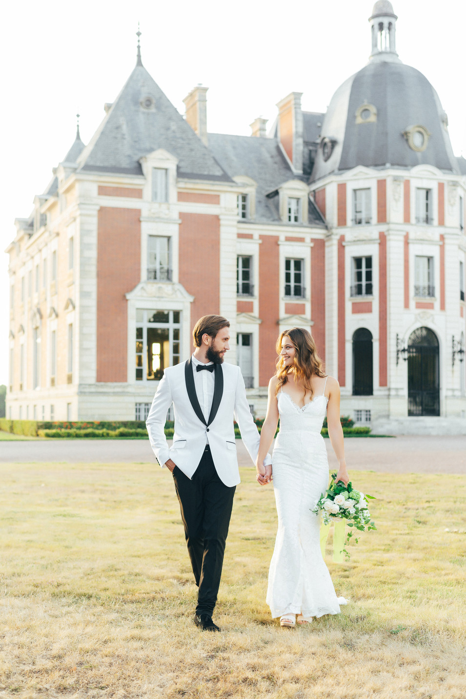 wedding in chateau bride and groom