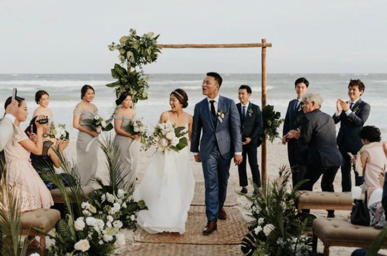 beach ceremony bride sea
