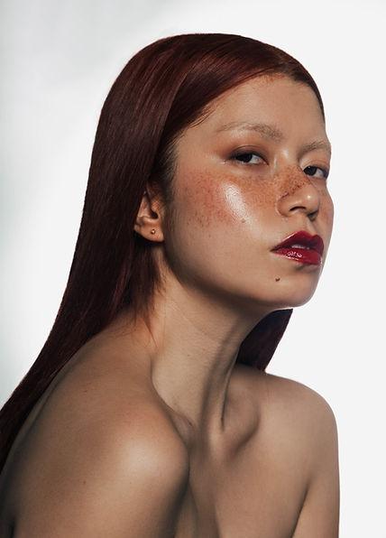 beauty makeup artist in Paris, model