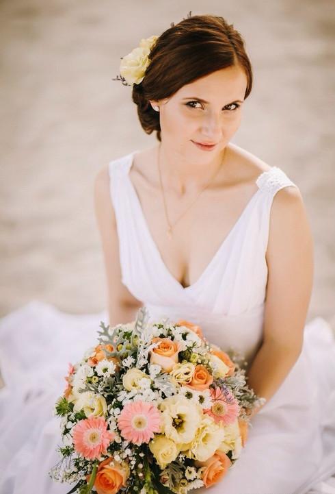 Natural bridal look.